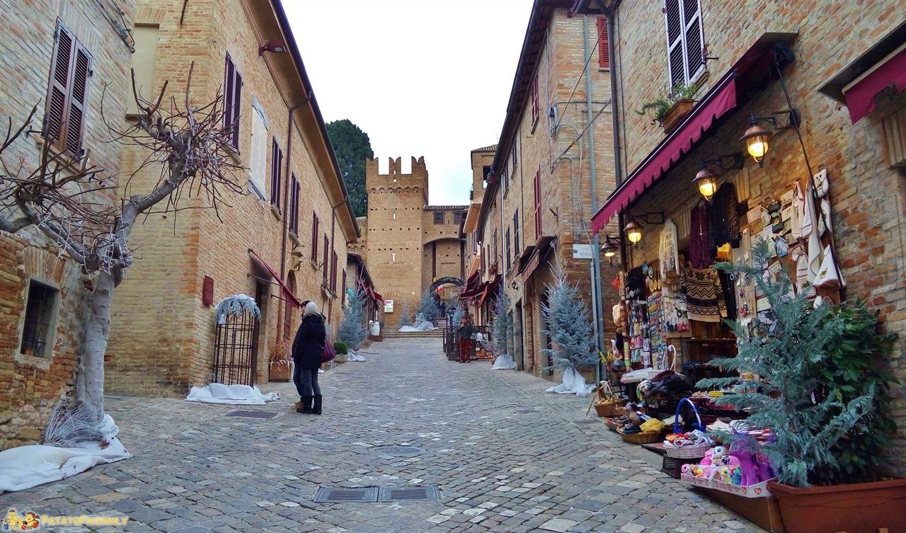 [cml_media_alt id='5972']Gradara - Il centro della cittadina fortificata[/cml_media_alt]