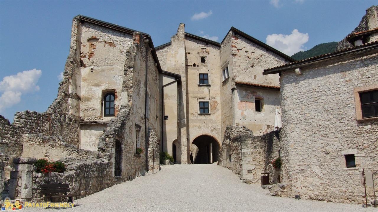 [cml_media_alt id='6336']Castel Beseno - Alcuni edifici della città medievale[/cml_media_alt]