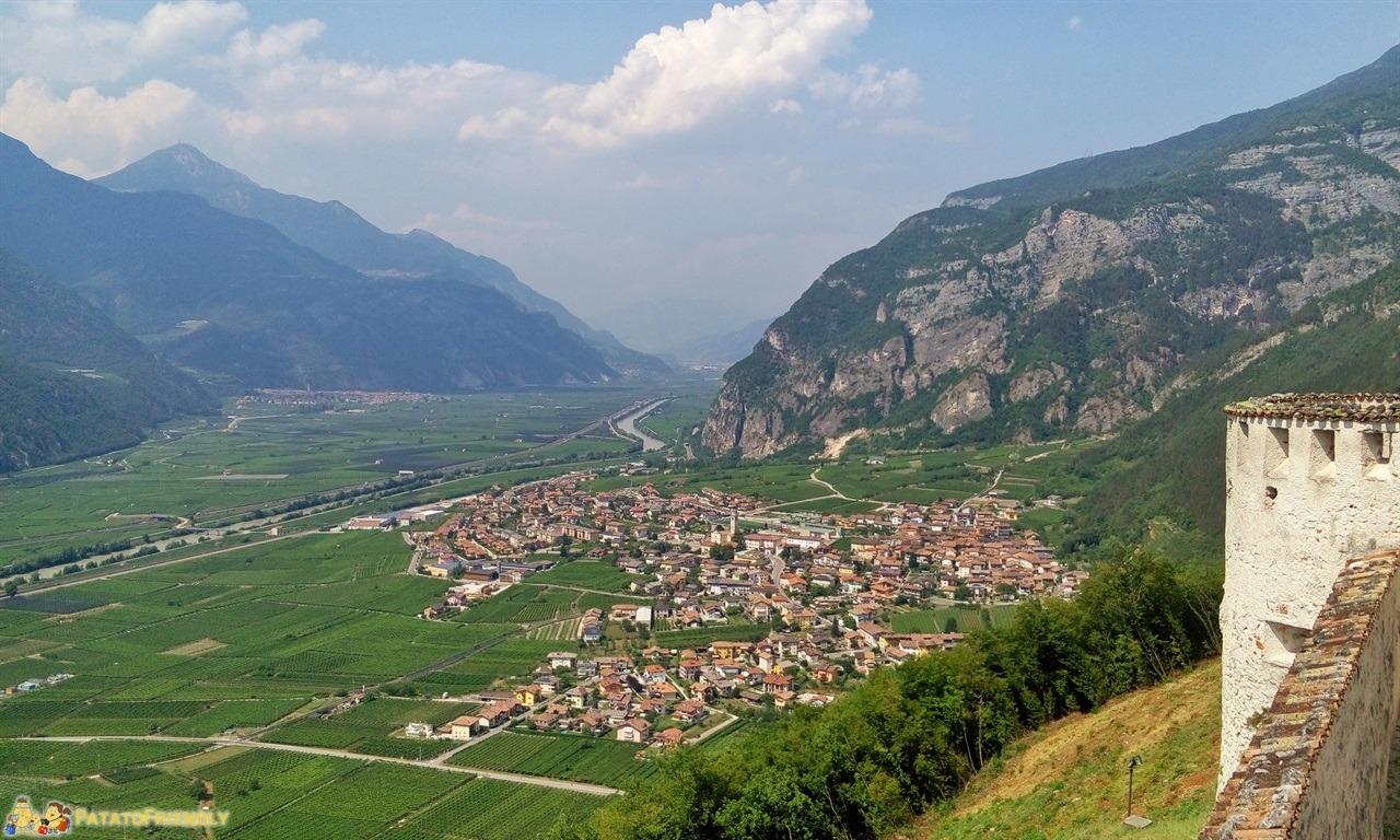 [cml_media_alt id='6348']Castel Beseno - Il panorama sulla valle[/cml_media_alt]