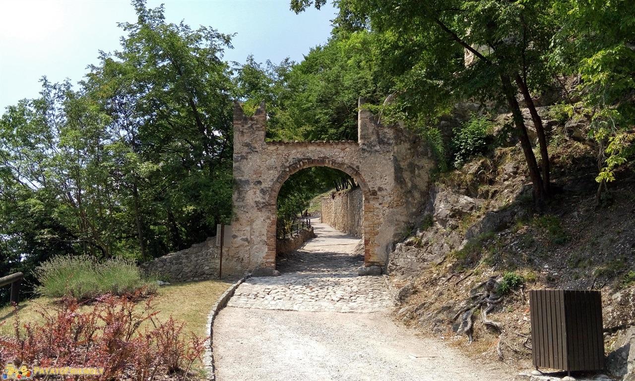 [cml_media_alt id='6341']Castel Beseno - L'ingresso al castello[/cml_media_alt]