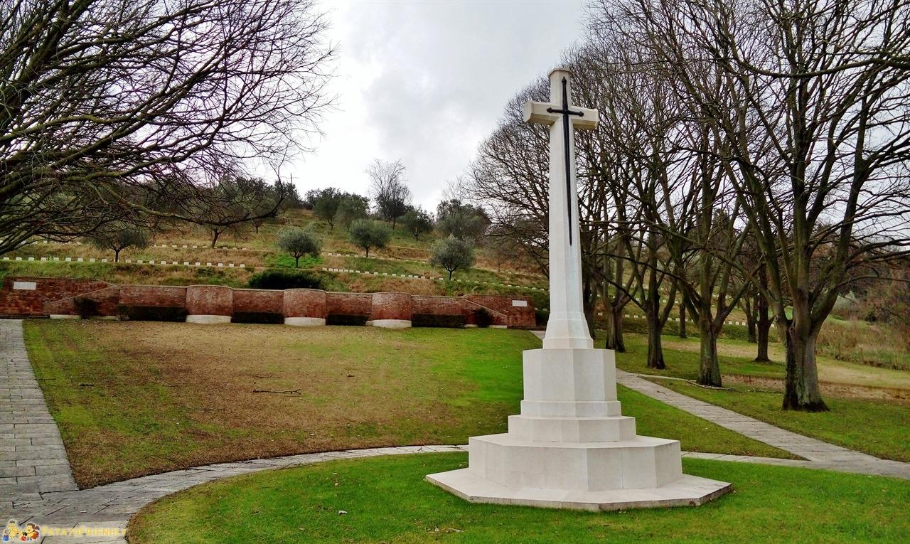 [cml_media_alt id='5976']Gradara - Il vicino cimitero del Commonwelth[/cml_media_alt]
