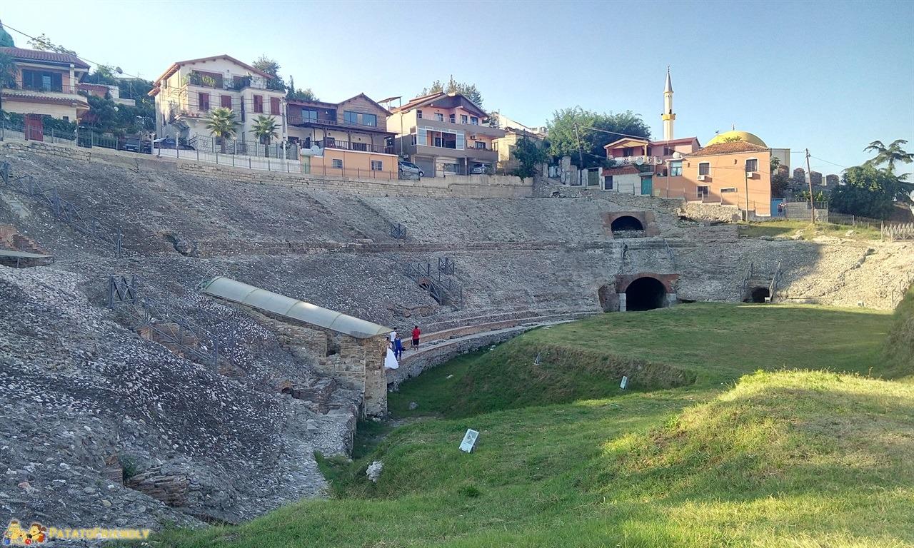 Durazzo e i resti del grande anfiteatro Romano da vedere a Durres