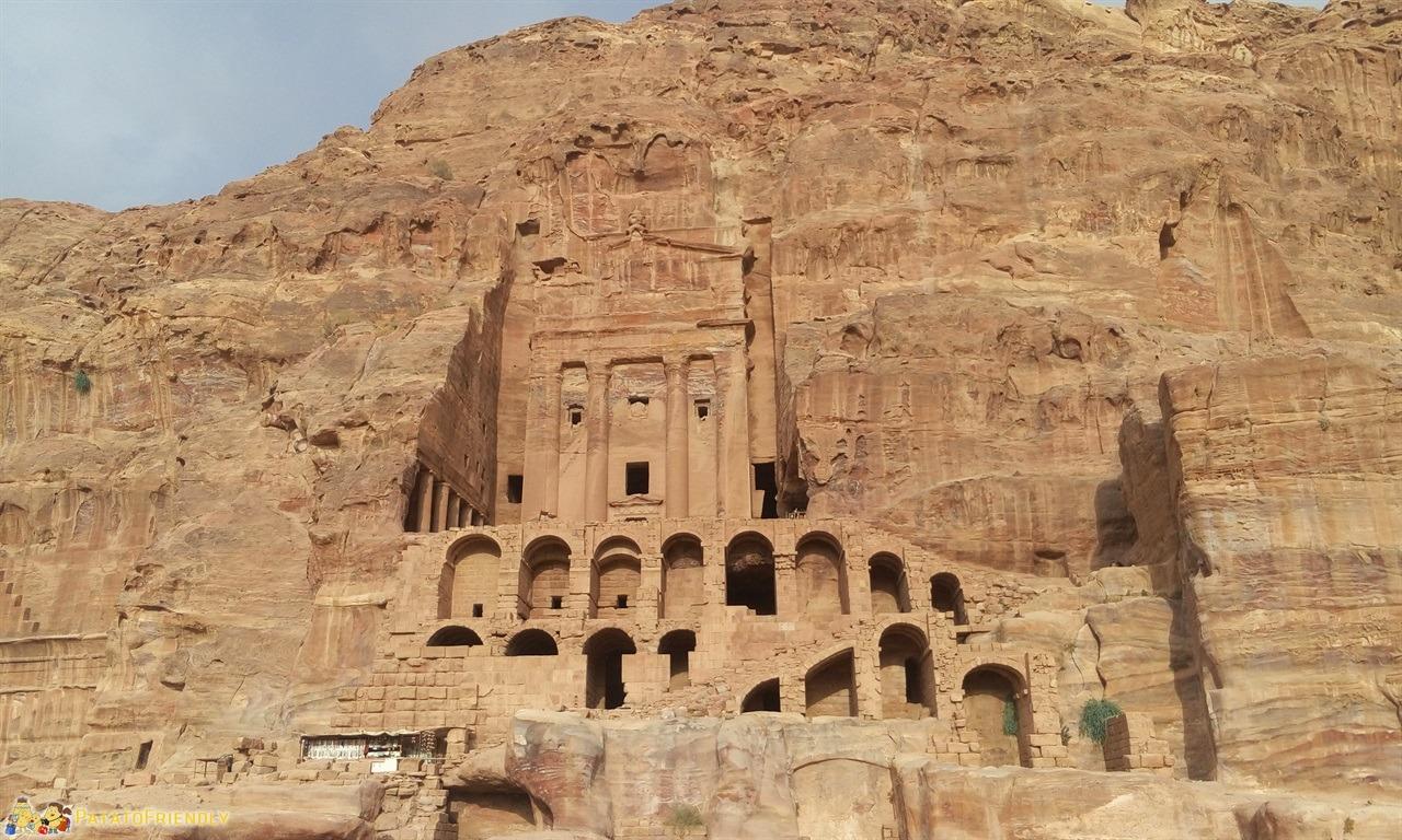 [cml_media_alt id='6758']Visitare Petra - Una delle tombe reali[/cml_media_alt]