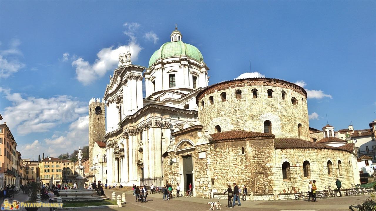 [cml_media_alt id='6067']cosa vedere a Brescia - La piazza con Duomo Vecchio e Nuovo[/cml_media_alt]