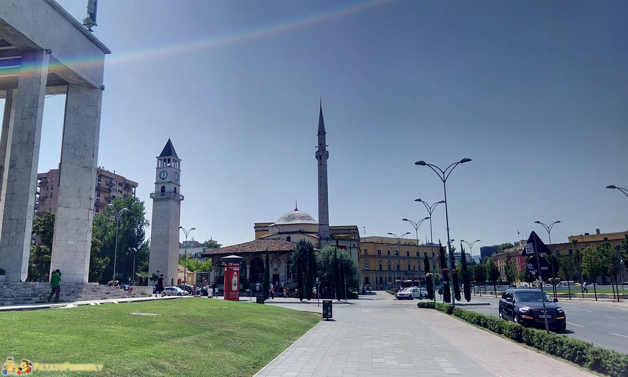 Visitare Tirana - Il centro della città e l'antica Moschea