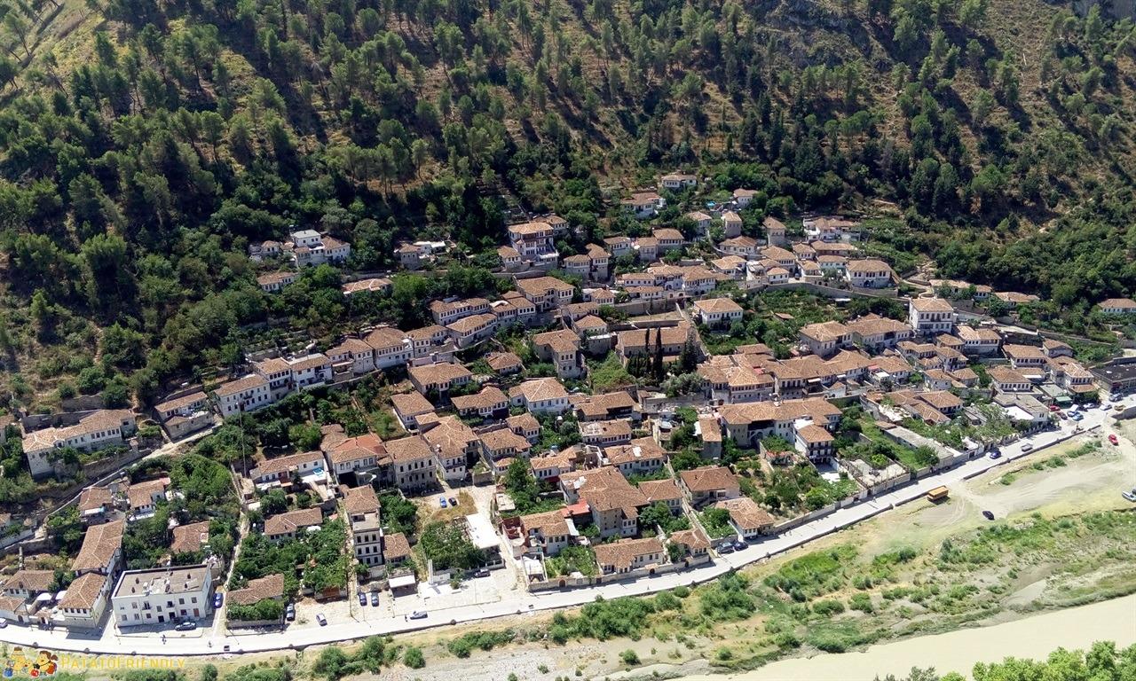 [cml_media_alt id='6636']Berat - Panorama dal castello[/cml_media_alt]