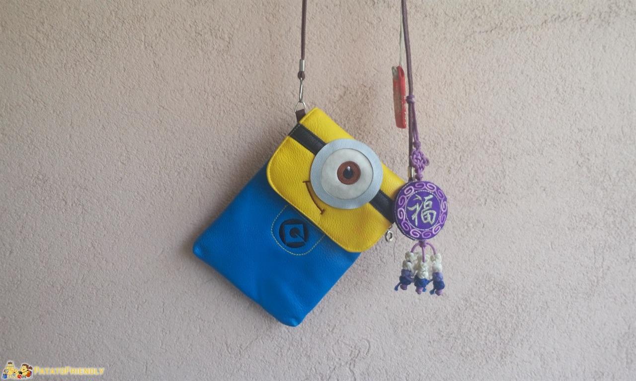 Manie in viaggio - La mia borsetta Minion piena di ciondoli