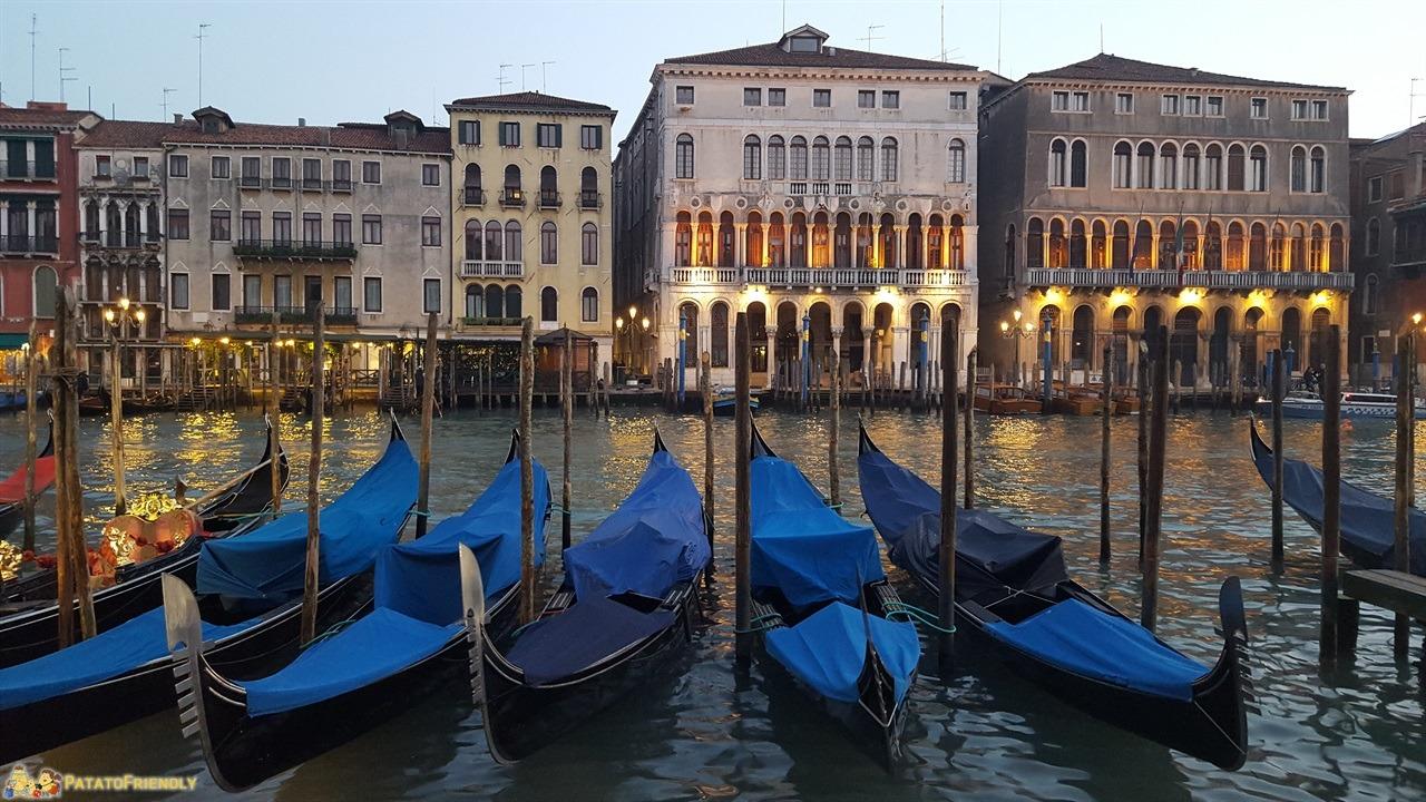 Un giorno a Venezia - Venezia a Natale - La magia delle gondole al tramonto