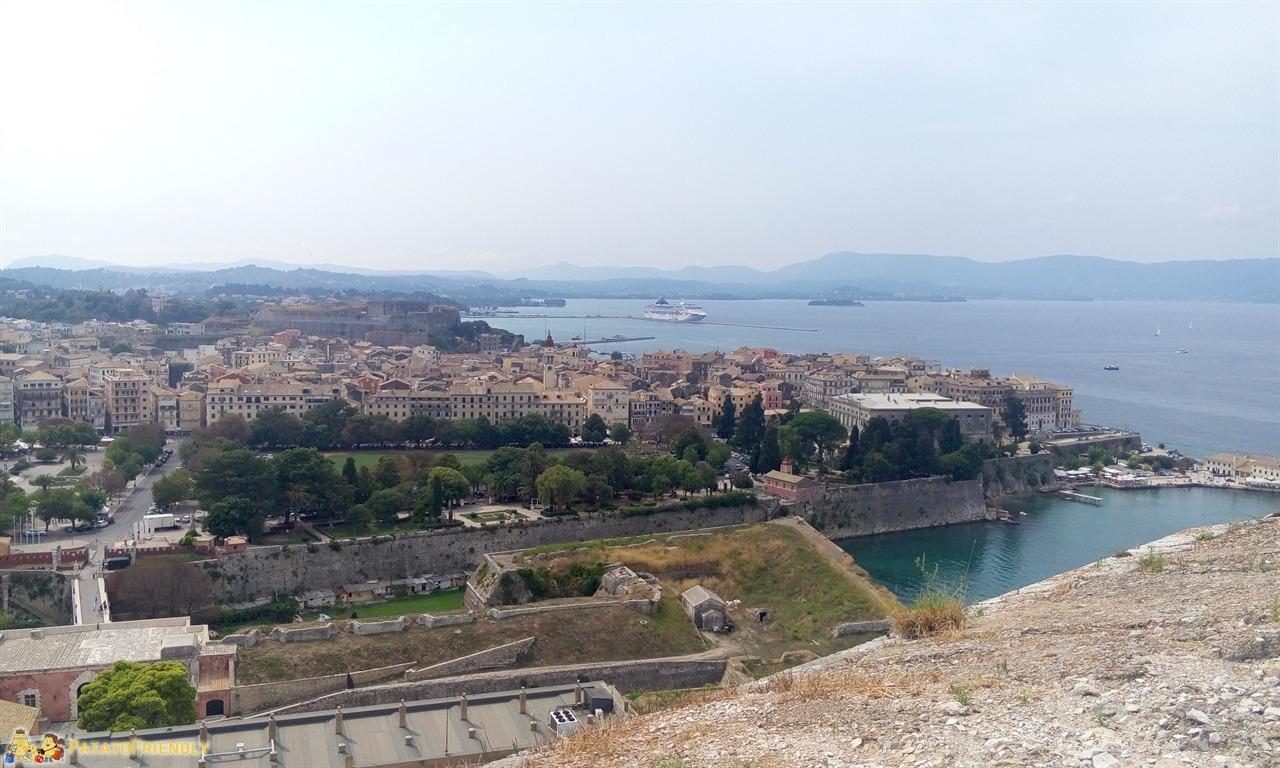 [cml_media_alt id='6776']Corfù in un giorno - Panorama dalla vecchia fortezza veneziana[/cml_media_alt]