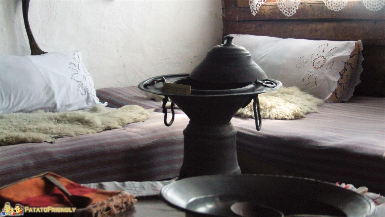 Kruja - Particolari di arredamento del Museo Etnografico