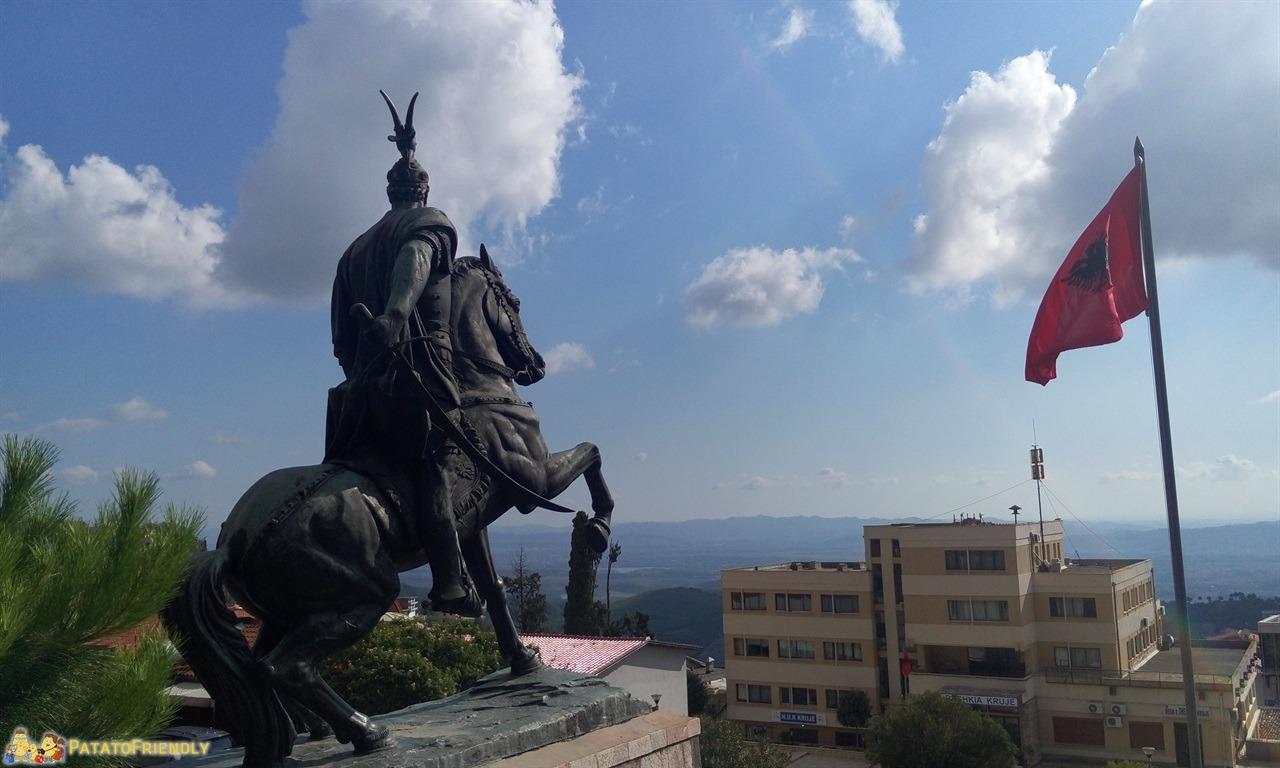 Kruja - La statua di Skanderbeg