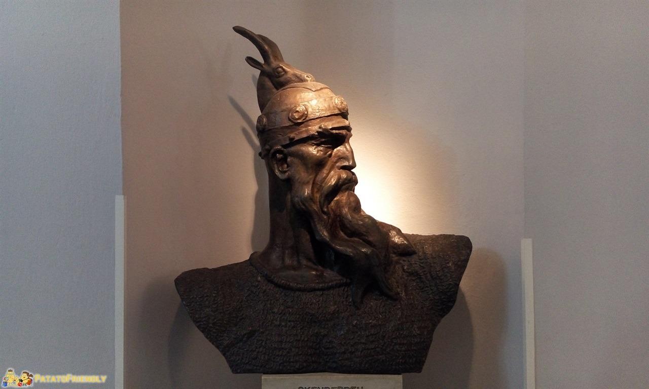 [cml_media_alt id='6566']Kruja - Il busto di Giorgio Castriota, l'Atleta di Cristo[/cml_media_alt]