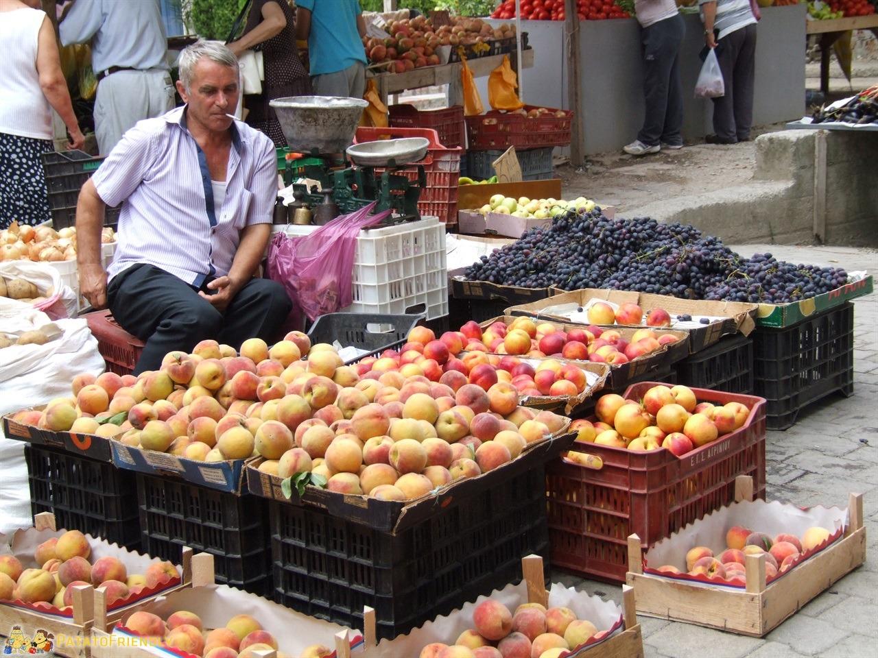 Viaggio in Albania - Il mercato della frutta di Tirana dove comprare specialità albanesi