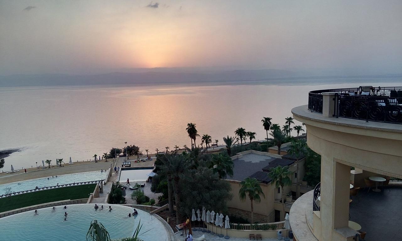 [cml_media_alt id='7013']Visitare la Giordania - Le 5 mete da non perdere - Il tramonto sul Mar Morto dal lussoso Kempiski Ishtar[/cml_media_alt]