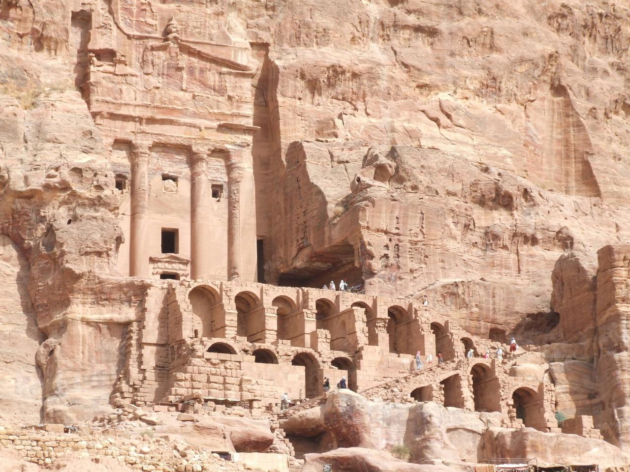 [cml_media_alt id='7018']Visitare la Giordania - Le 5 mete da non perdere - Le rovine della città di Petra[/cml_media_alt]