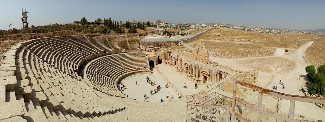 [cml_media_alt id='7021']Visitare la Giordania - Le 5 mete da non perdere - Lo splendido teatro di Jerash, la Pompei d'Oriente[/cml_media_alt]