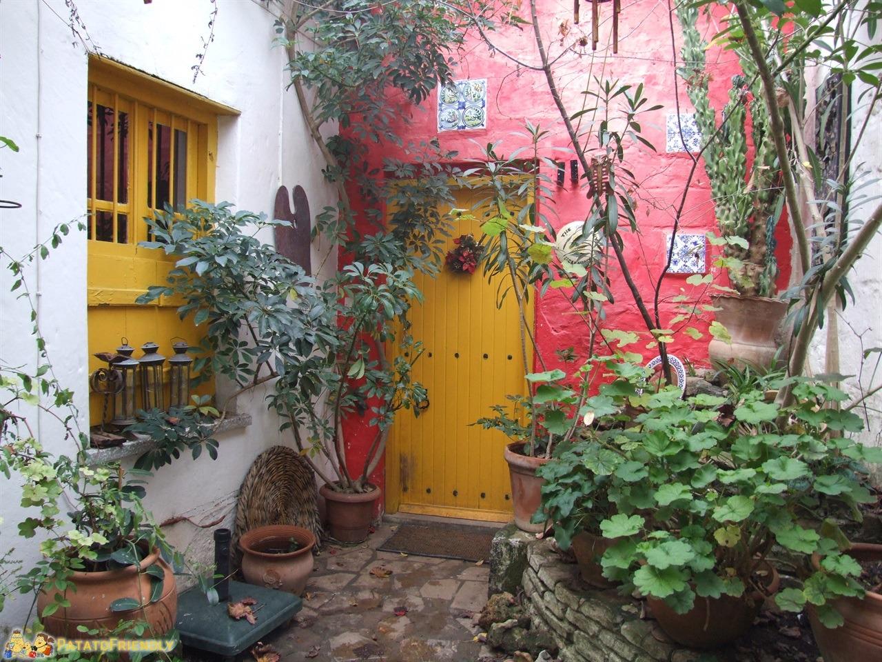 [cml_media_alt id='7062']hotel a Cipro Nord - BellaPais - I colori del Gardens of Irini[/cml_media_alt]