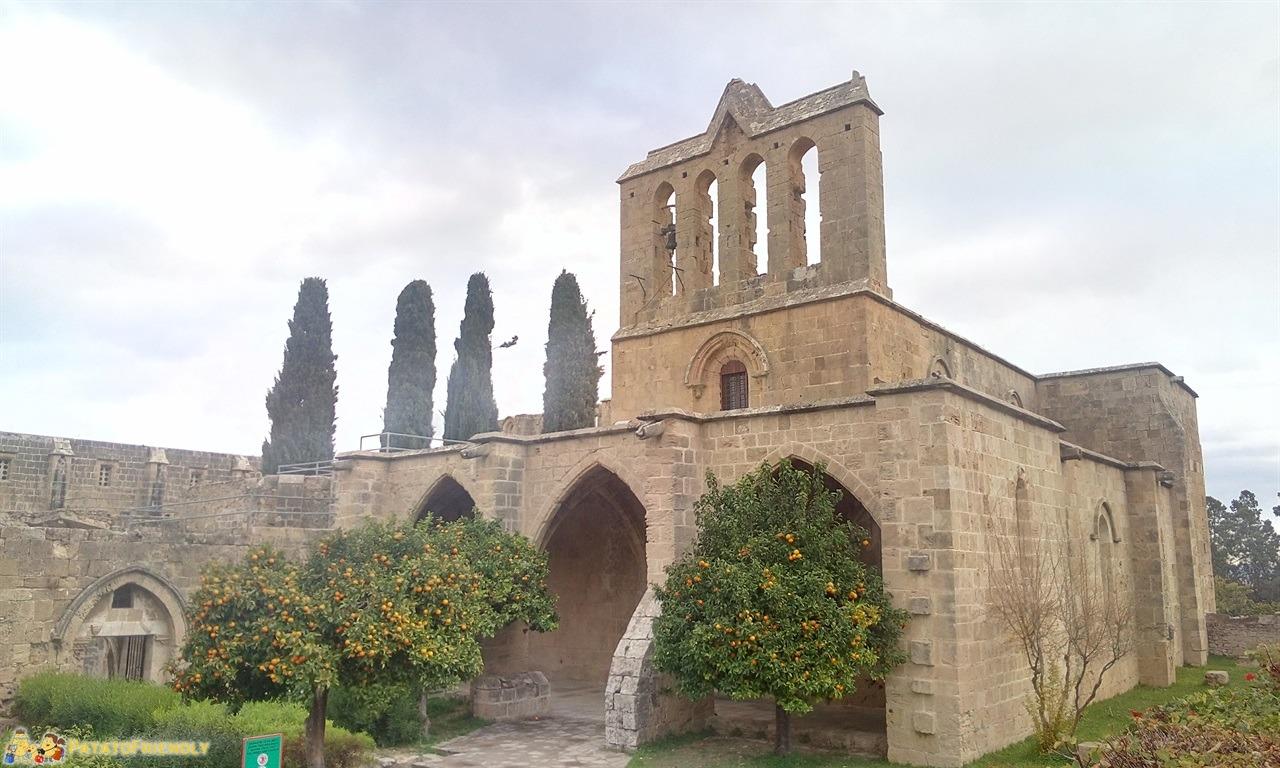 [cml_media_alt id='7064']hotel a Cipro Nord - BellaPais - L'antica cattedrale[/cml_media_alt]