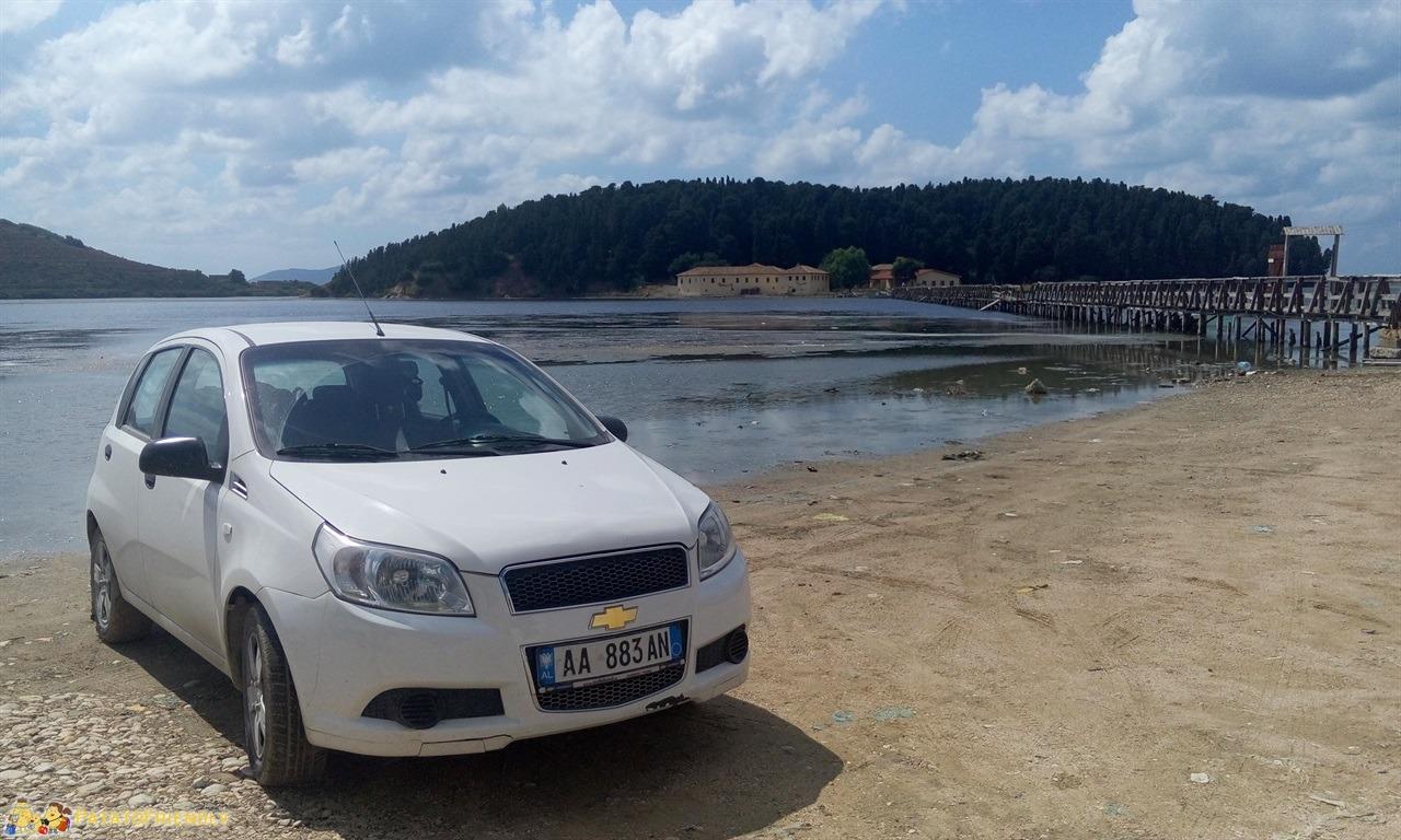 itinerario per un viaggio in Albania - In auto presso l'isola di Zvernec noleggiare l'auto