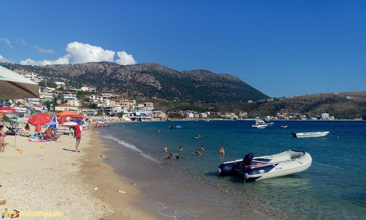 Le migliori spiaggie del sud dell'Albania la spiaggia di Himare in un itinerario in Albania