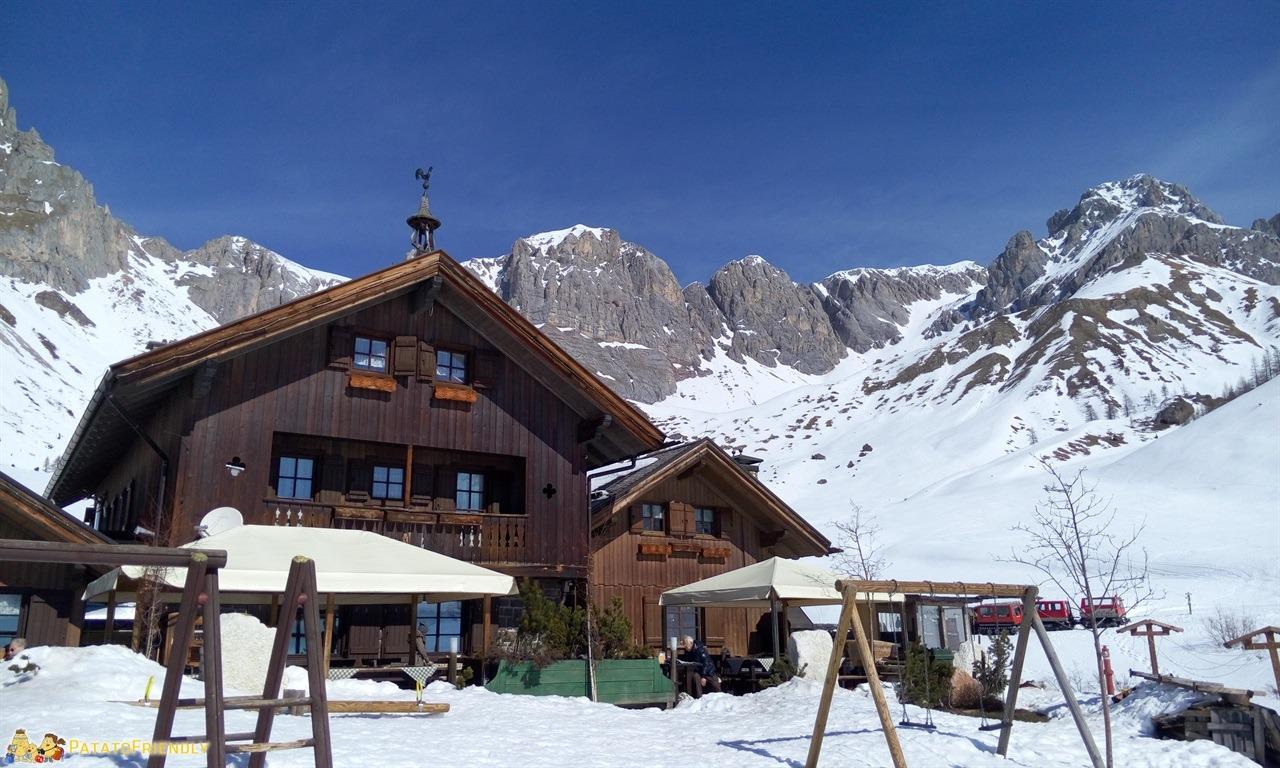 Escursione sulla slitta trainata dai cavalli in Val di Fassa - Il Rifugio Fuciade