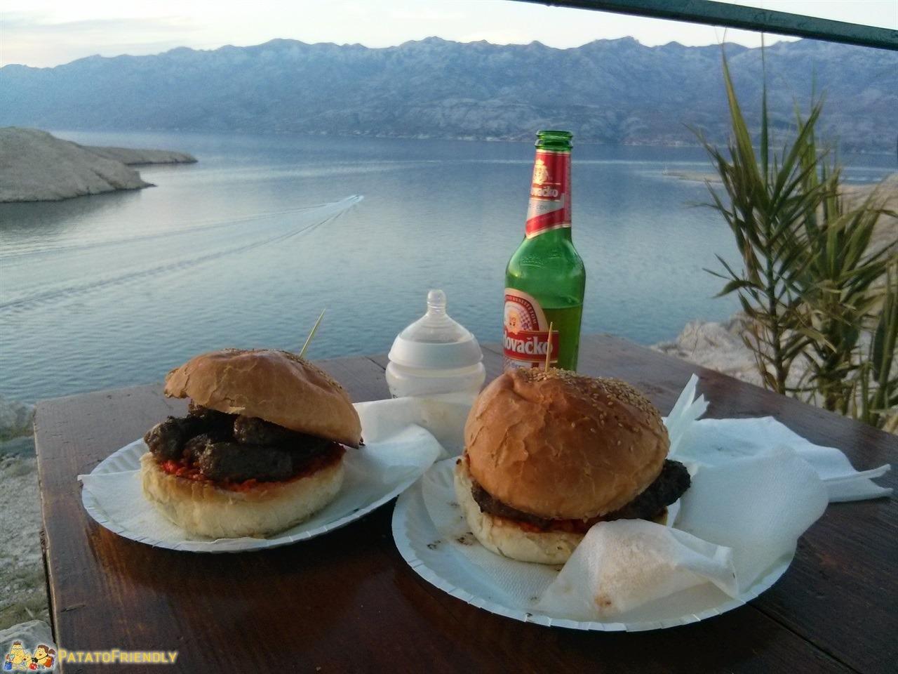 [cml_media_alt id='7351']Festeggiando in Croazia a Pag con birra e cevapcici[/cml_media_alt]