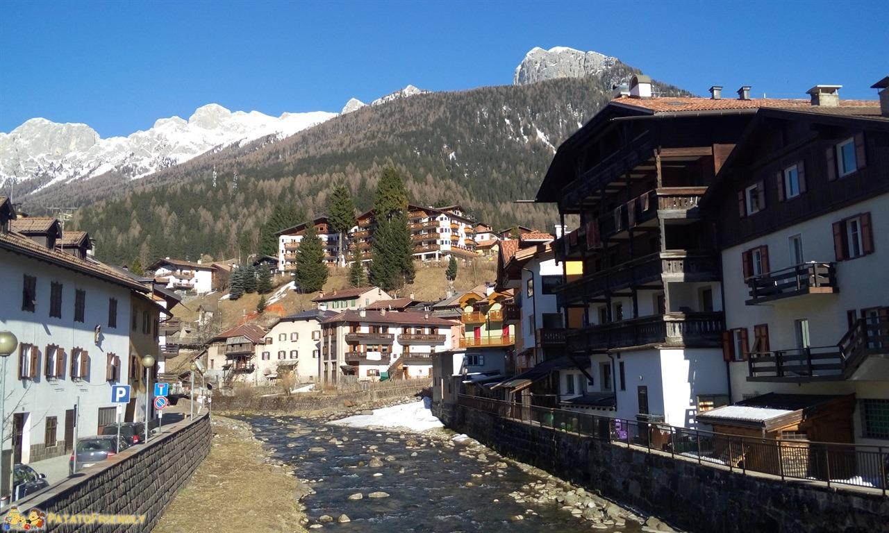 [cml_media_alt id='7242']Hotel per famiglie in Val di Fassa - Moena circondata dalle Dolomiti[/cml_media_alt]