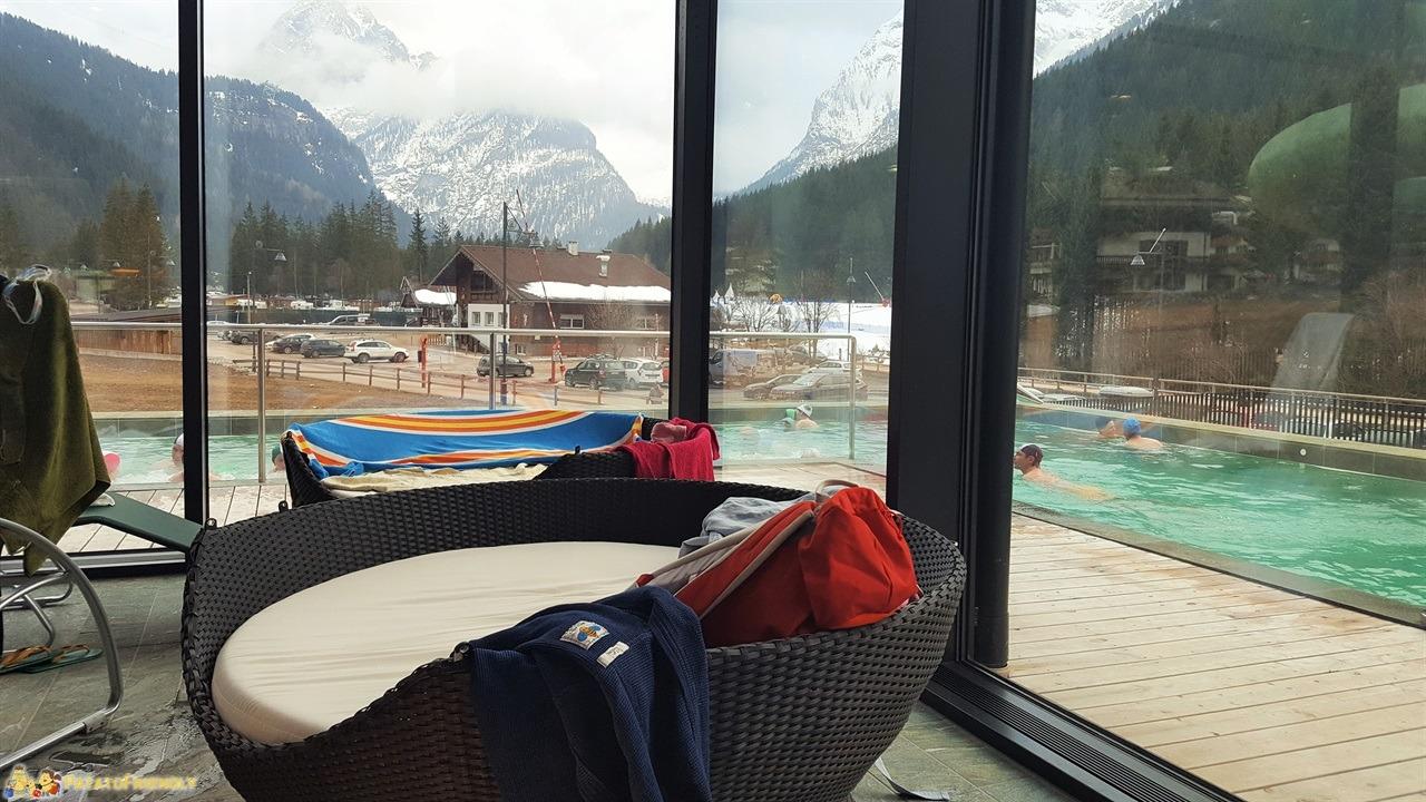 [cml_media_alt id='7252']Il Centro Acquatico Dòlaondes di Canazei - La piscina esterna riscaldata con vista sulle montagne[/cml_media_alt]