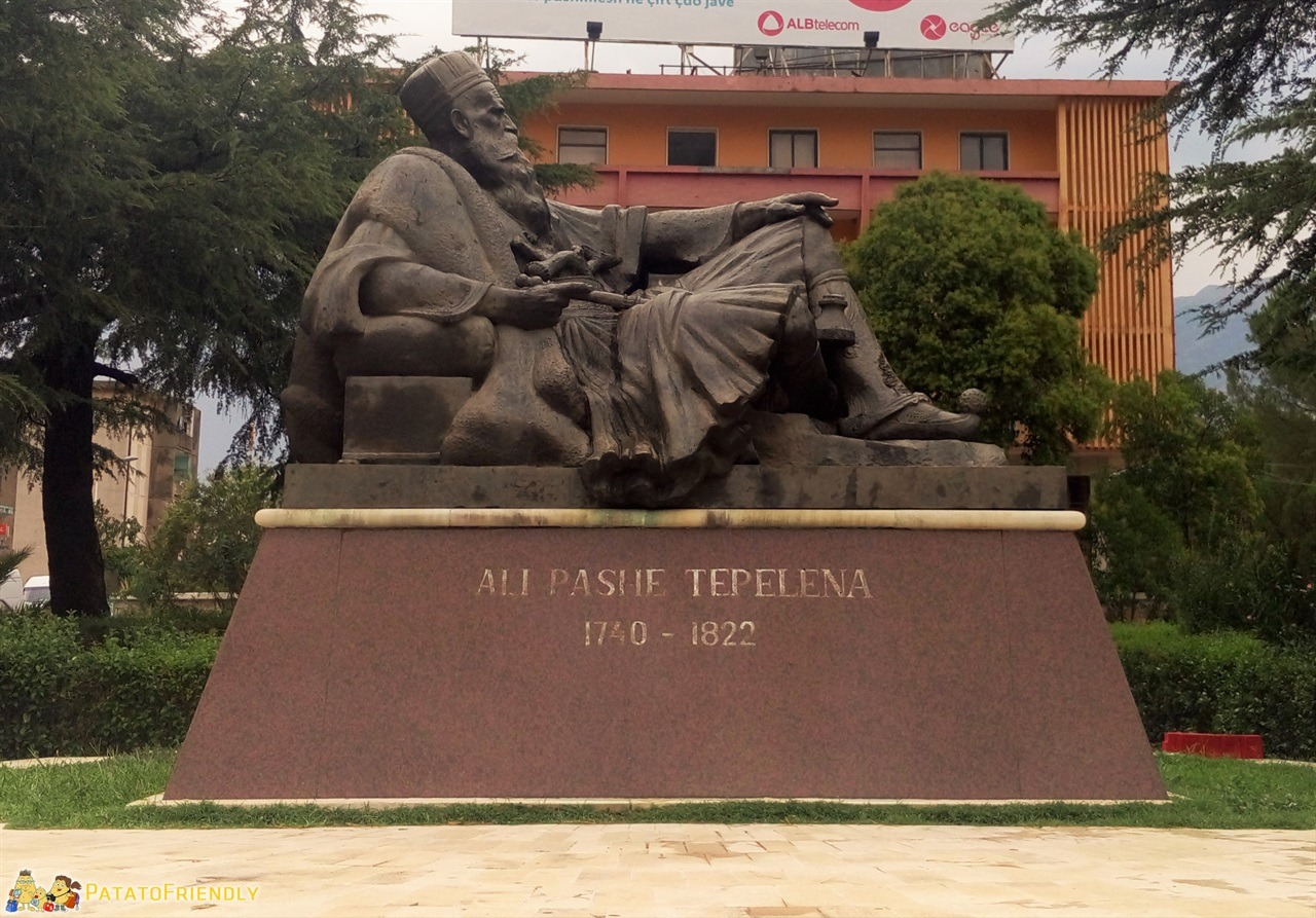 Tepelene - La statua dedicata ad Ali Pasha