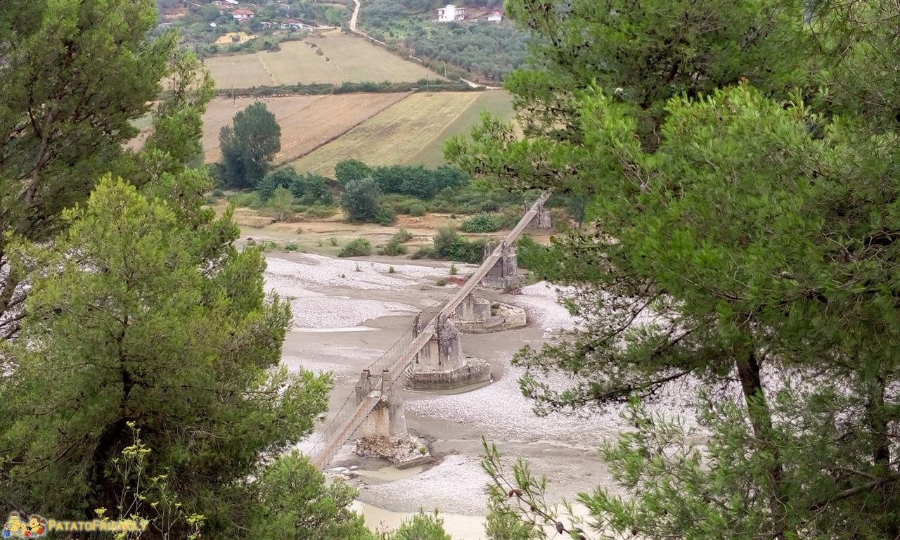 Tepelene - Il ponte sospeso della città da vedere vicino a Argirocastro