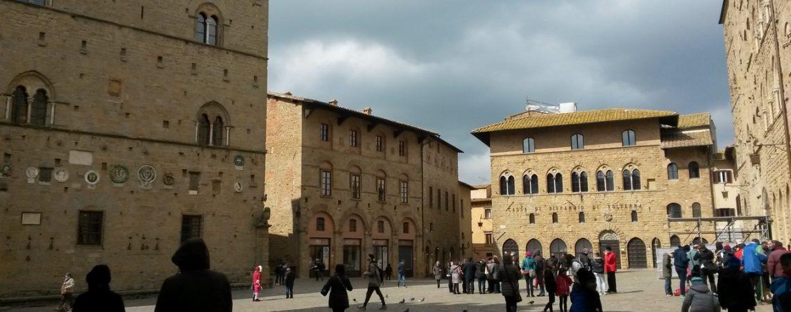 Volterra - Piazza dei Priori - Credits Luisa