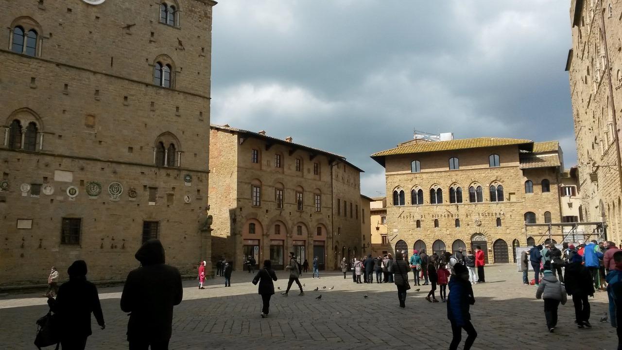 Cosa fare a Volterra - Piazza dei Priori - Credits Luisa