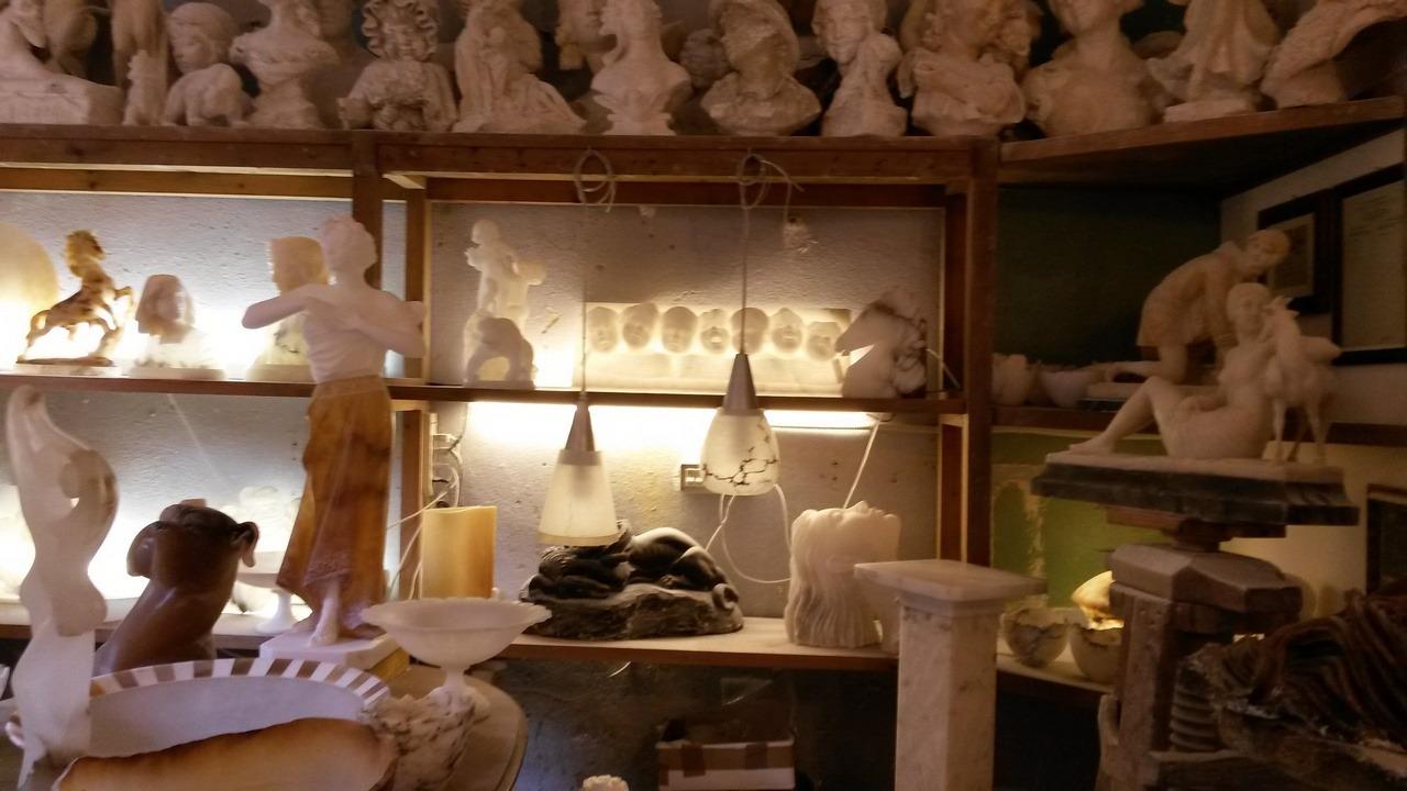 [cml_media_alt id='7369']Volterra - Una bottega dell'alabastro - Credits Luisa[/cml_media_alt]
