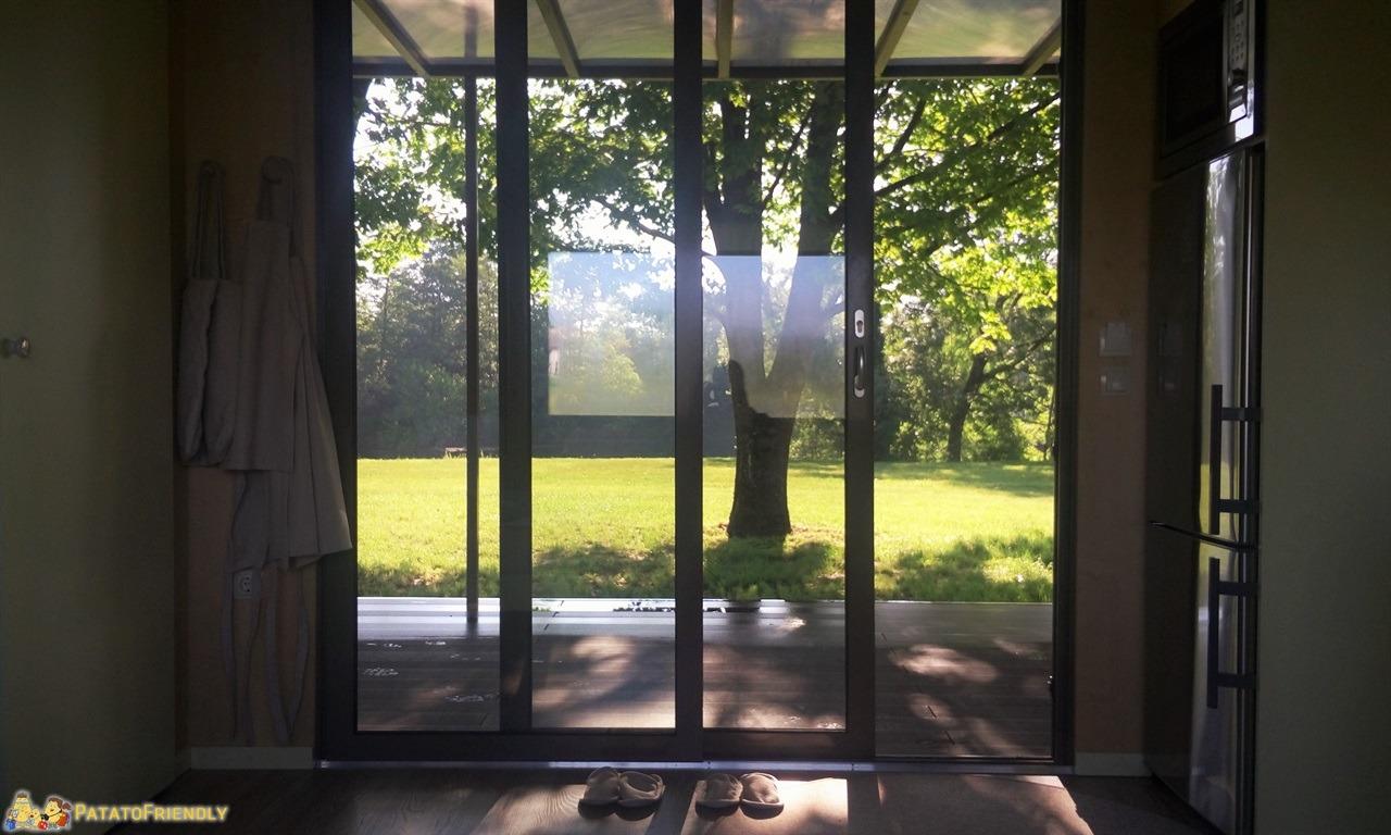 [cml_media_alt id='7755']Glamping in Slovenia - La bella vetrata sul verde delle casette del Big Berry[/cml_media_alt]