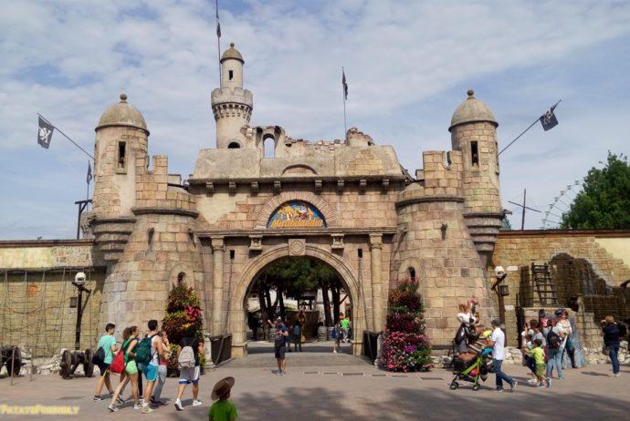 Mirabilandia con un bambino di 4 anni - Il forte dei Pirati subito dopo l'ingresso al Parco