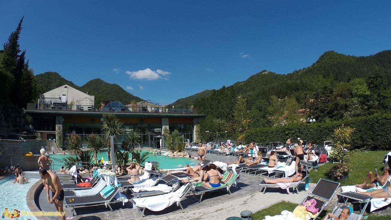 terme di bagno di romagna le piscine esterne e il dehor del rseo euroterme hotel