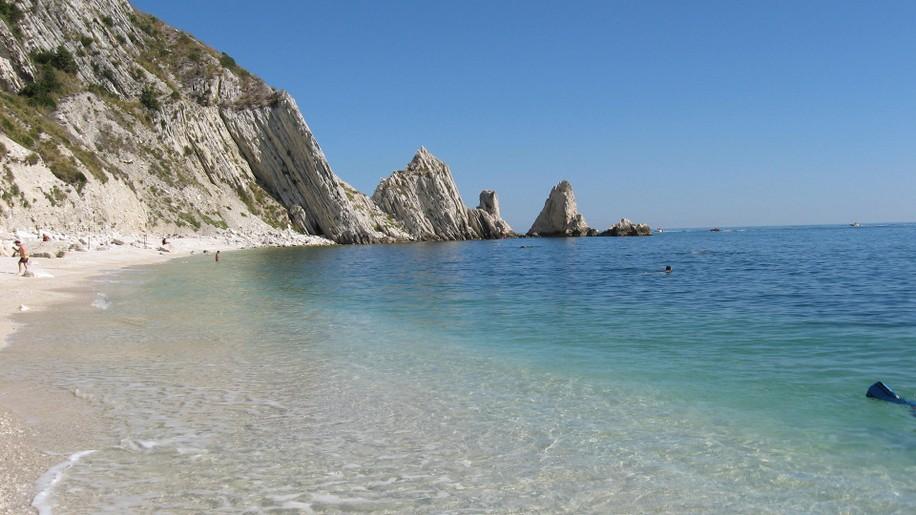 [cml_media_alt id='7942']La Due Sorelle Beach - Credits www.villaggiocentrovacanzedeangelis.it[/cml_media_alt]
