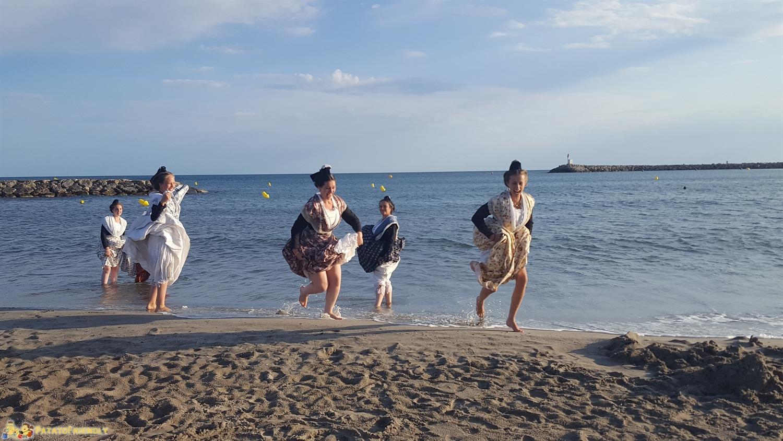 [cml_media_alt id='8172']Arrivederci Camargue - Ragazze del luogo vestite in abiti tradizionali[/cml_media_alt]