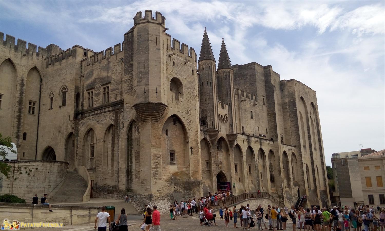 [cml_media_alt id='8474']Avignone in un giorno - Il Palazzo dei Papi dalla piazza[/cml_media_alt]