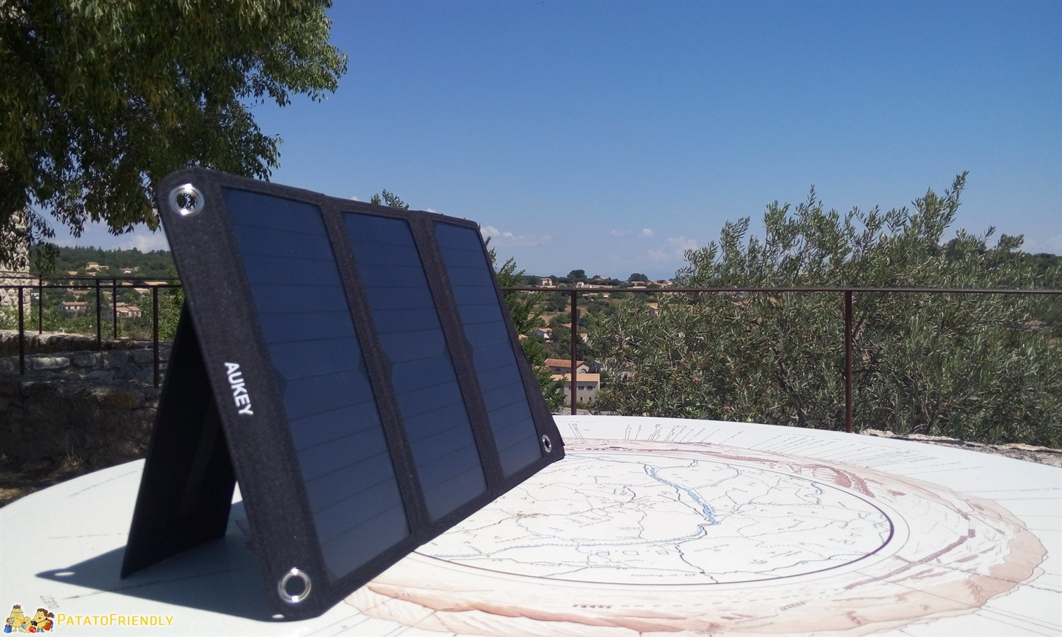 Il caricabatterie solare Aukey