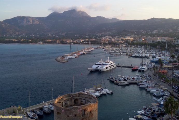 Itinerario per un viaggio in Corsica - Il porto di Calvi