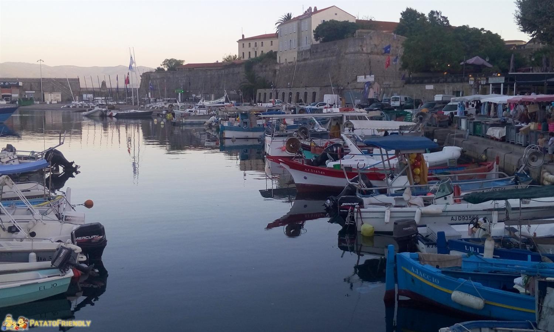 [cml_media_alt id='8421']Consigli per un viaggio in Corsica - Il porto di Ajaccio al tramonto[/cml_media_alt]