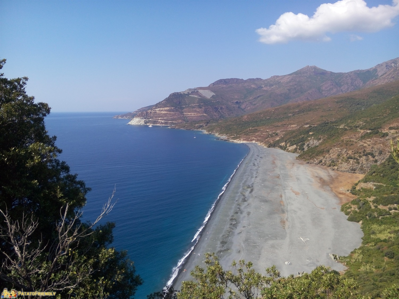La Spiaggia di Nonza - nera e spettacolare