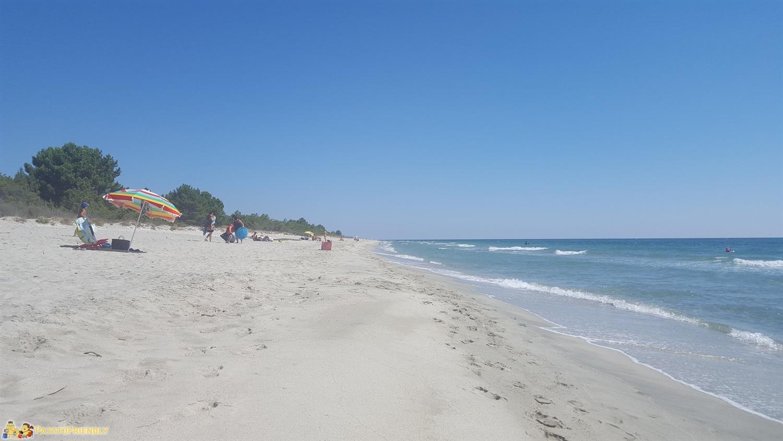 La plage de Pinia, ampia e poco frequentata
