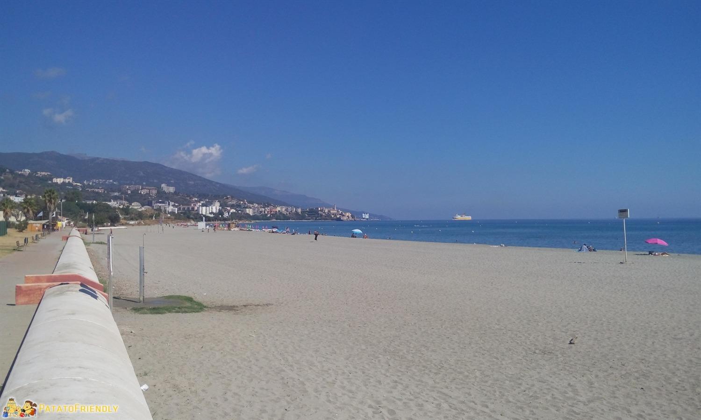 La Plage de l'Arinella a Furiani vicino a Bastia con parco giochi incluso