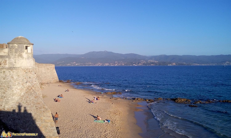 La spiaggia della Cittadella ad Ajaccio