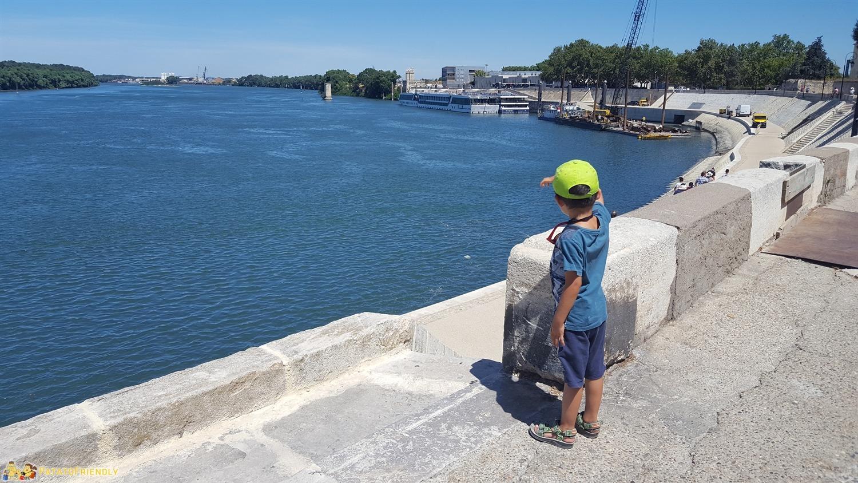 Visitare Arles insieme ai bambini e la grande passeggiata sul Rodano
