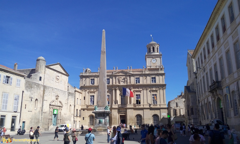 [cml_media_alt id='8594']Il centro della cittadina di Arles[/cml_media_alt]