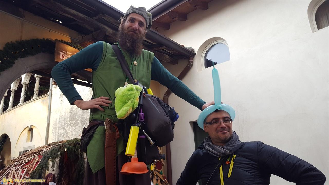 [cml_media_alt id='8834']La Casa Bergamasca di Babbo Natale: Roberto con l'Elfo Gigante![/cml_media_alt]