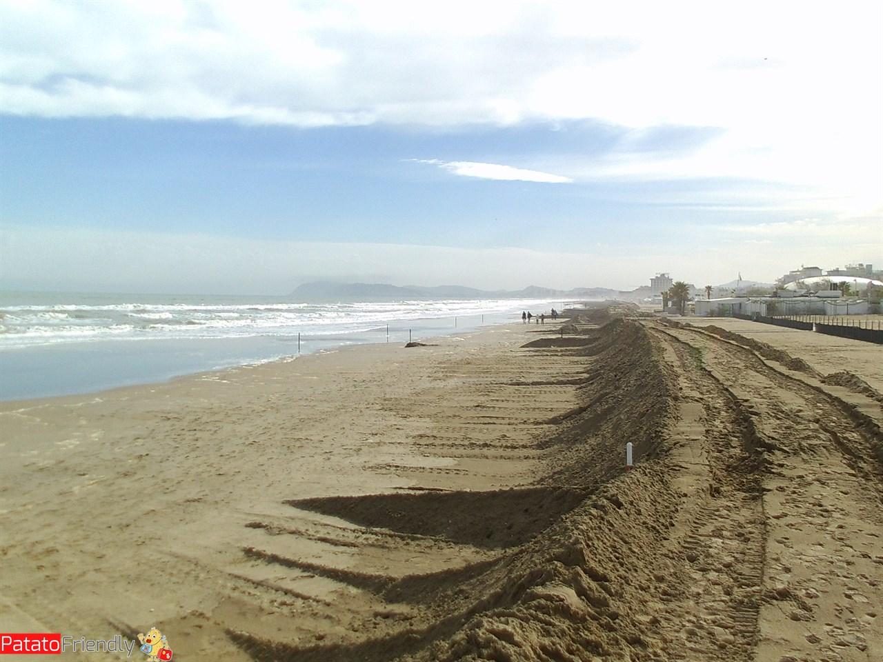 [cml_media_alt id='11048']Riccione - La spiaggia in una assolata giornata d'autunno[/cml_media_alt]
